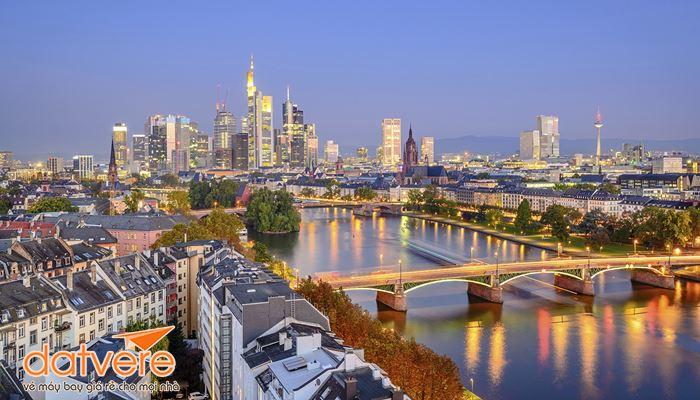 Thành phố Frankfurt về đêm