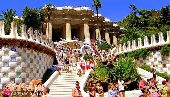 Đi chơi ở công viên Guell Tây Ban Nha