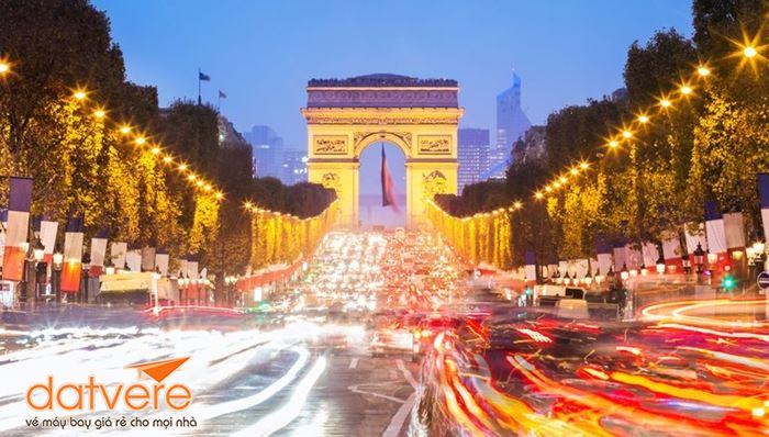 Mở cánh cửa khám phá Paris