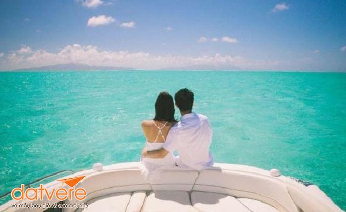 Du thuyền trên biển Bora Bora tại Pháp