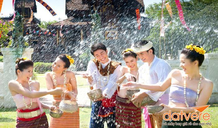 Lễ hội té nước ở Thái Lan