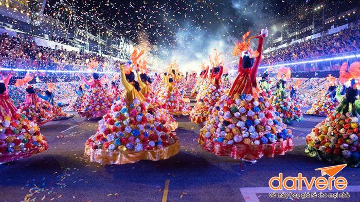 Tham gia vào lễ diễu hành Chingay