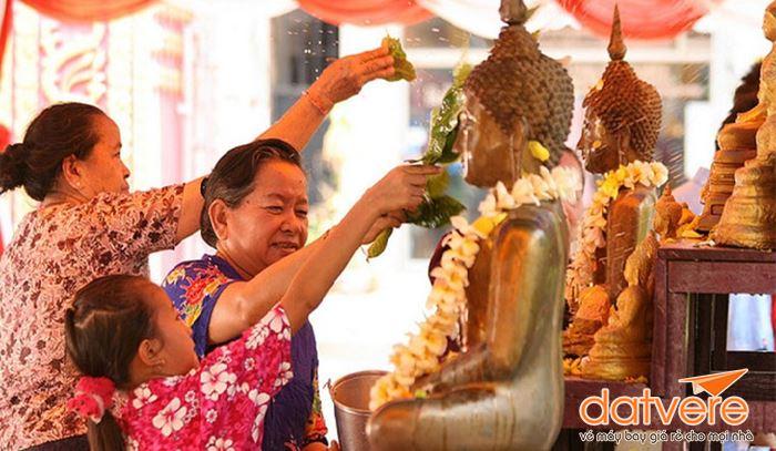 Tìm hiểu về Tết Songkran Thái Lan