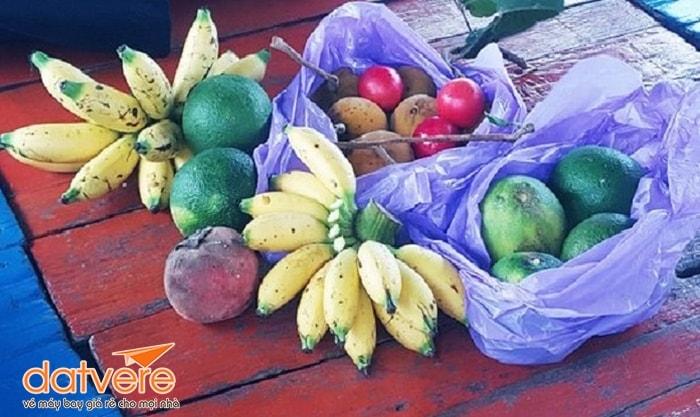 Hoa quả địa phương ở chợ nổi